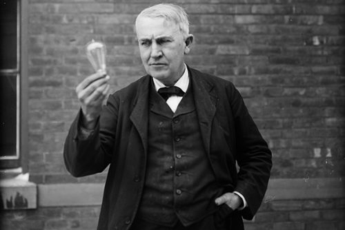 UNITED STATES - CIRCA 1911: Inventor and physicist Thomas Alva Edison (1847 - 1931) looking at a lightbulb (Photo by Nathan Lazarnick/George Eastman House/Getty Images)